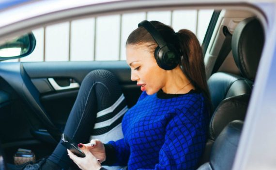 Is hypnosis for driving anxiety effective? Yes it is! Learn more about hypnosis and how to use it to heal your own driving anxiety.